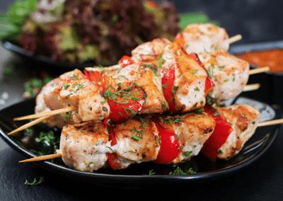 brochettes poulet assiette restaurant