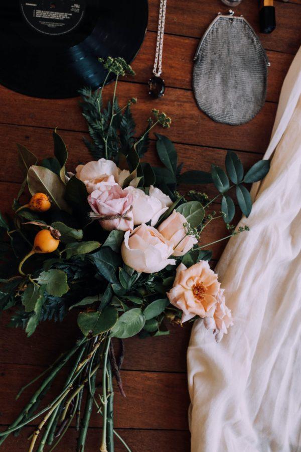 Plug and Pulse - Fleuriste - bouquet de roses blanches et roses