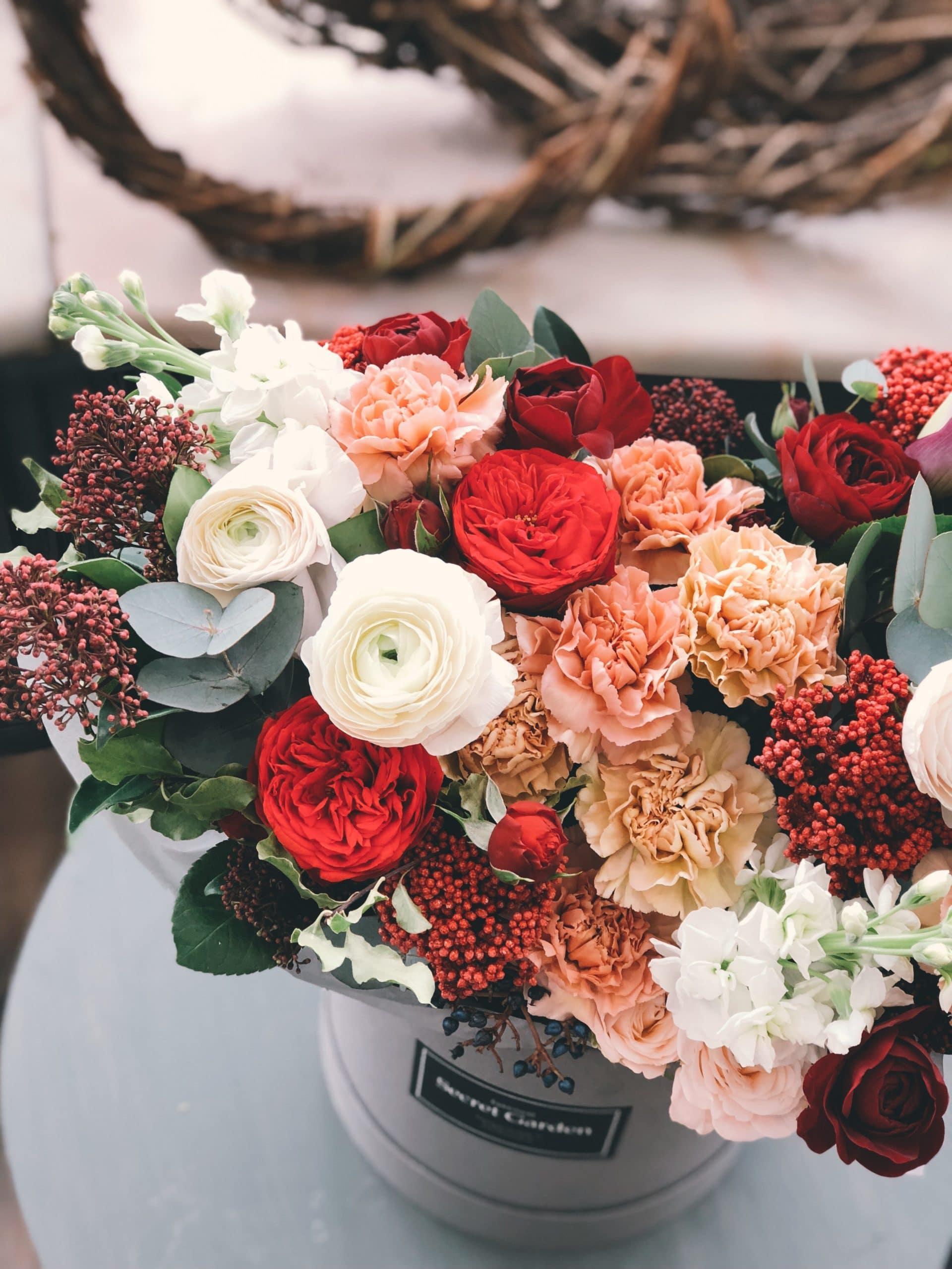Plug and Pulse - Site fleuriste - bouquet blanc et rouge